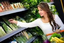 Woman doing some strategic shopping at the grocery store | First Alliance Credit Union