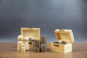 Money and chests | First Alliance Credit Union