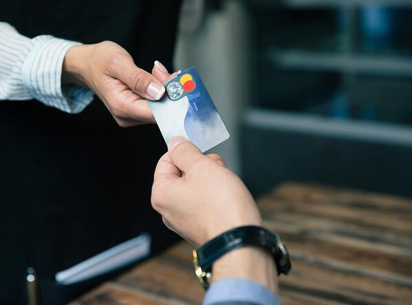 differences between debit card and credit card | similarities of credit cards and debit cards | when to use a debit card or credit card |  debit card and credit scores | first alliance credit union mn