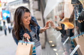 Woman Shopping | First Alliance Credit Union