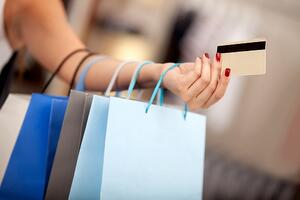 Shopping with Credit Card on Black Friday | First Alliance Credit Union
